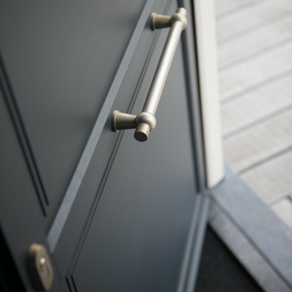 Klassieke deur met getrapte panelen